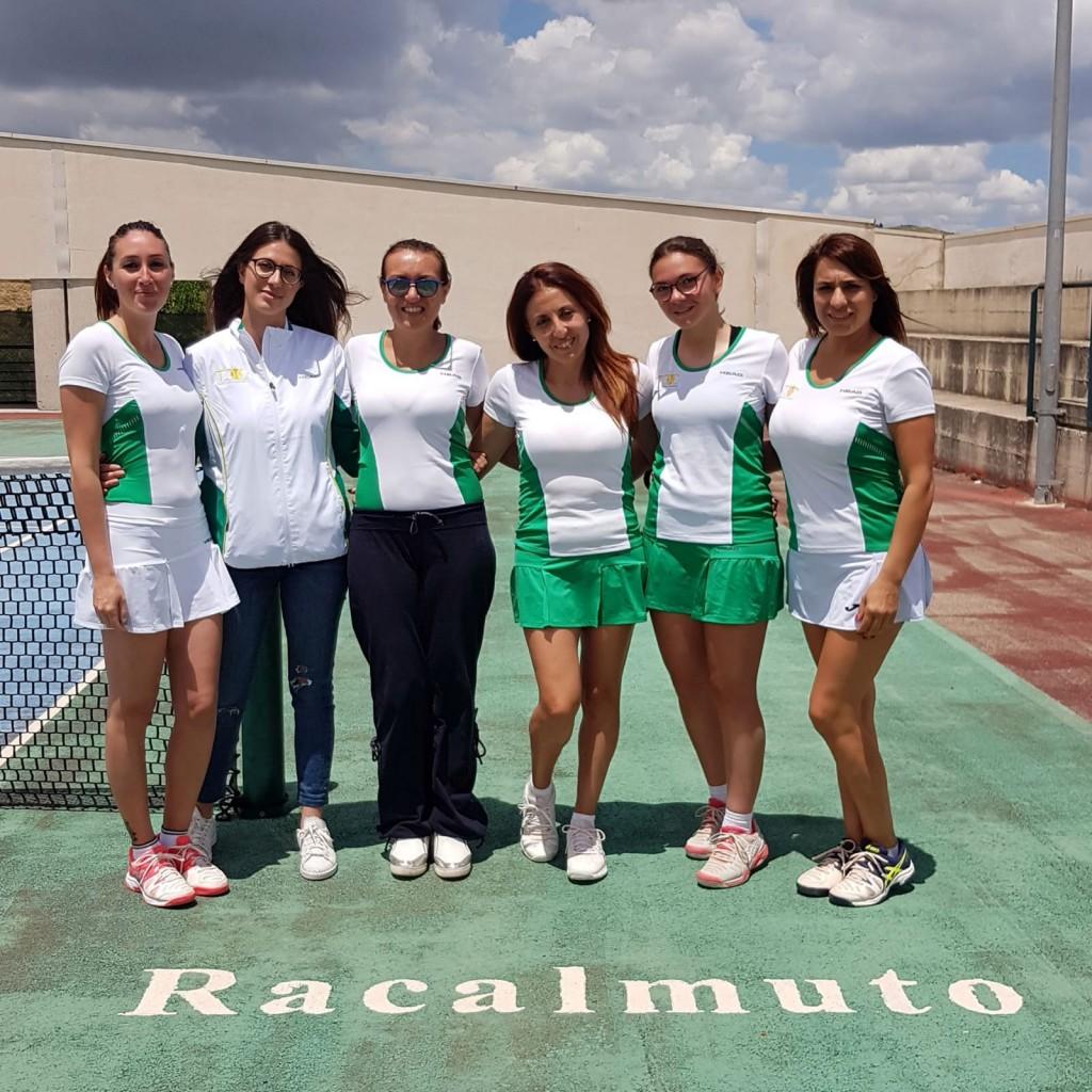 La squadra D3 Femminile. Da sinistra: Maria Giovanna Frangiamone, Corinne Pinto, Gabriella Chirumbolo, Concetta Callerame, Federica Vancheri, Anna Simone.