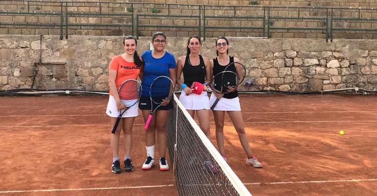 Maria Giovanna Frangiamone e Corinne Pinto (a destra) battono le pari categoria Lionti e Gusciglio