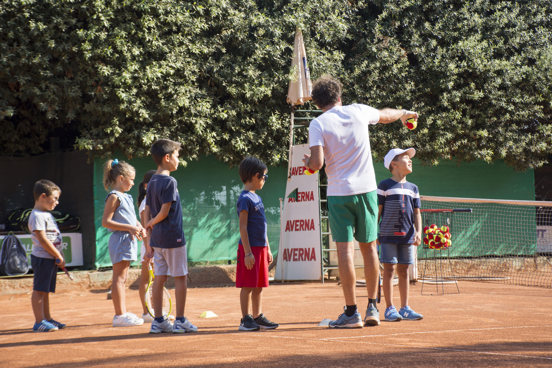 Scuola di tennis per ragazzi e corsi di tennis per adulti, individuali e di gruppo