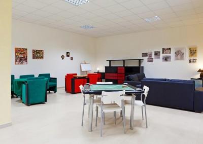 Area adibita ai giochi di società con i tavoli da gioco