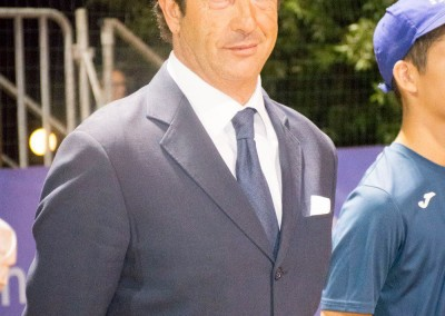 Il maestro della scuola di tennis Giuseppe Cobisi