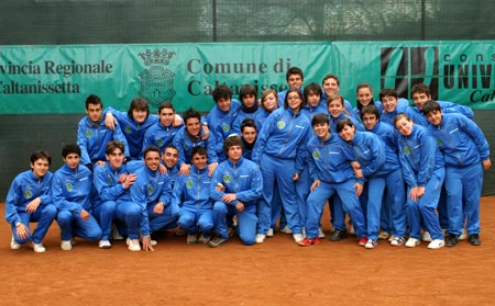 I giudici di linea che hanno contribuito allo svolgimento del Torneo di Tennis presso il Club di Caltanissetta (CL) in Sicilia