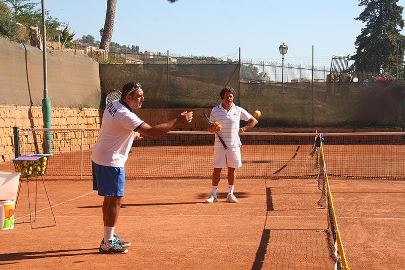 Lezione di tennis per adulti