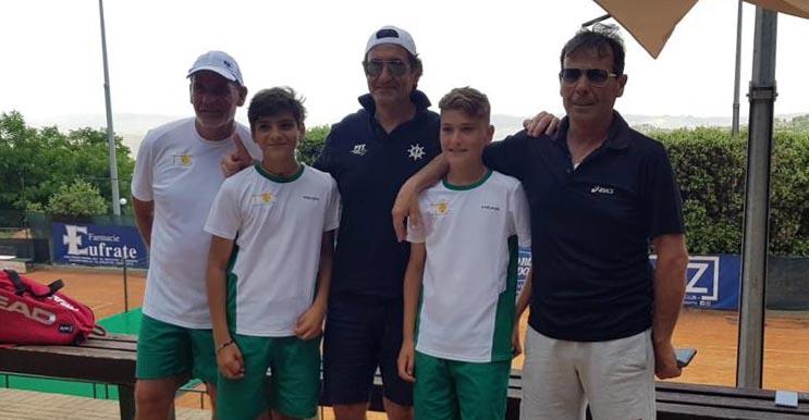 La squadra D3 che ha affrontato il Club Nautico Gela. Da sinistra in tenuta bianco/verde Mimmo Lo Monaco, Marco Vancheri e Marco Colore.