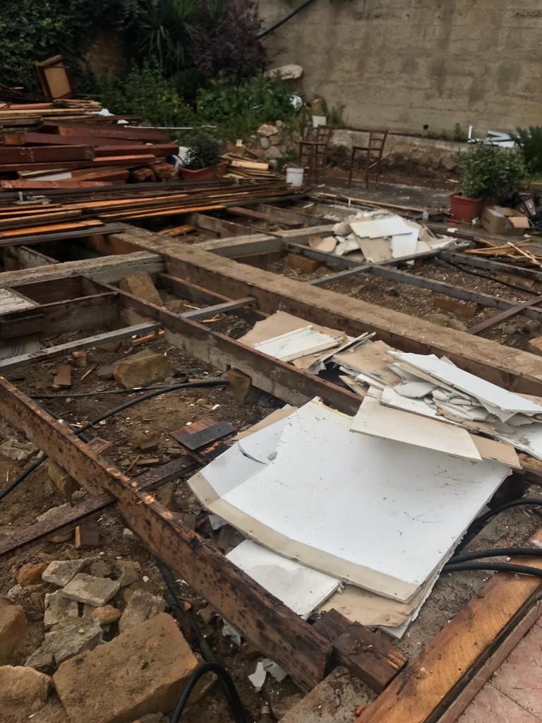 Il pavimento dell'area ristorazione come è stato lasciato dagli operai della Provincia