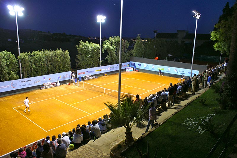 Vista del campetto di tennis dove si è tenuto il Torneo Challenger 2013 e del pubblico in tribuna