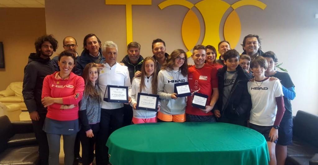 Foto di gruppo con finalisti e organizzatori
