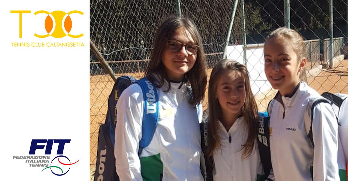 La squadra femminile Under 16 del TCC Villa Amedeo. Da sinistra: Federica Vancheri, Martina e Alessia Bertuccio.